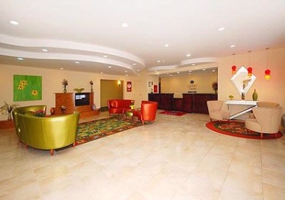 Spacious Lobby With Sitting Area 5 of 18