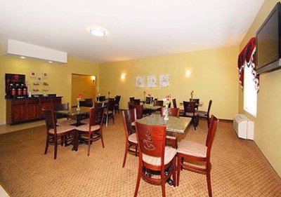 Enjoy Breakfast In This Spacious Area 9 of 18