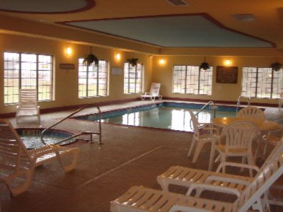 Indoor Pool And Jacuzzi 7 of 11