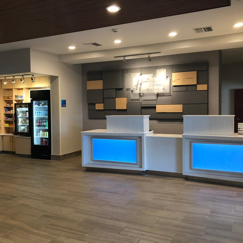Holiday Inn Express & Suites Albany 1 of 4
