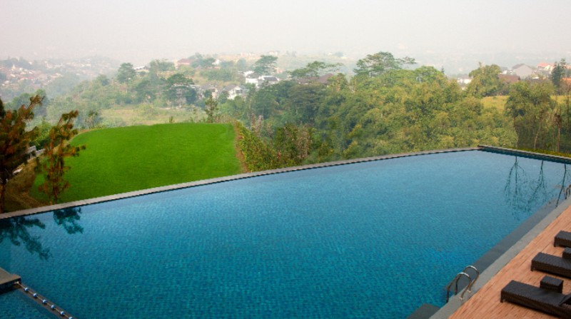 Infinity Pool With Heated Water 7 of 20