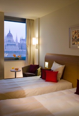 Novotel Budapest Danube Twin Room With Danube View 9 of 15