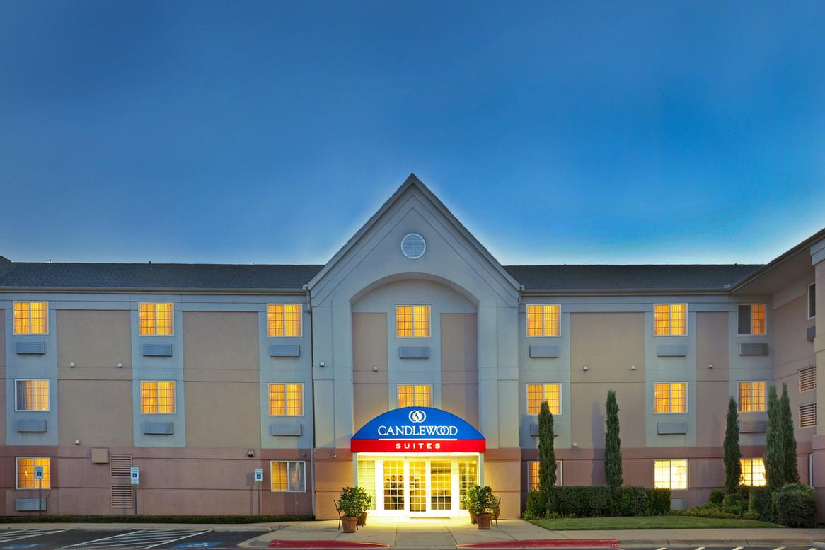 Candlewood Suites Dallas by The Galleria 1 of 8