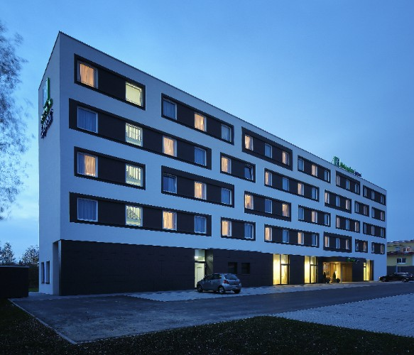 Holiday Inn Express Friedrichshafen 1 of 11