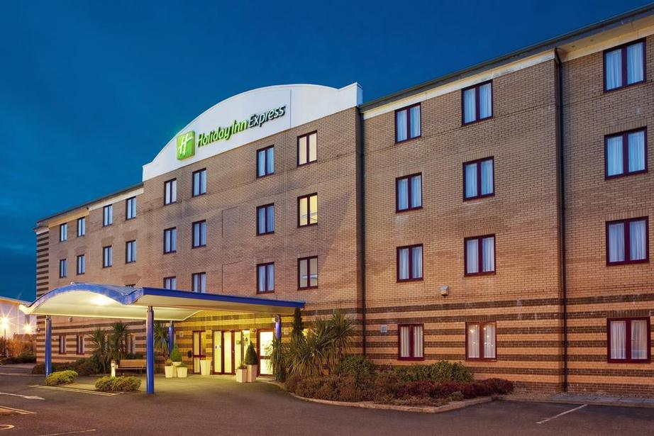 Holiday Inn Express Greenock 1 of 9