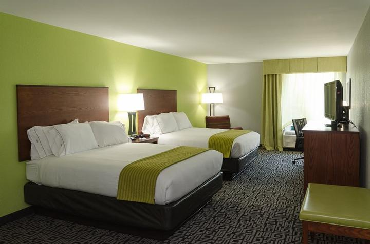 Relax In Our Rooms With 2 Queen Beds 5 of 8
