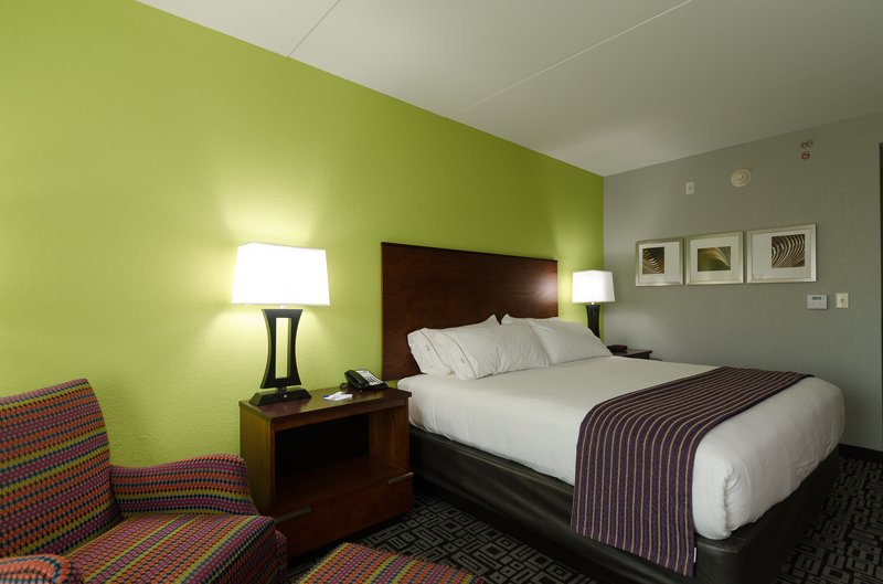 Stay In Our Rooms With 1 King Bed 6 of 8