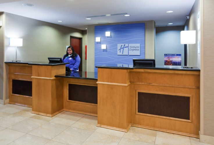 Front Desk 3 of 17
