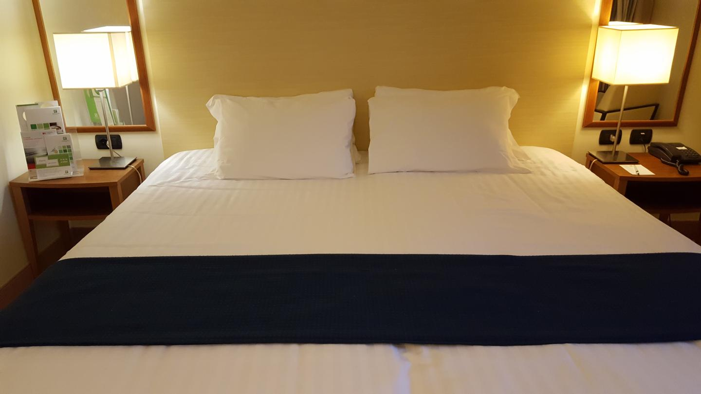 King Size Bed 8 of 19