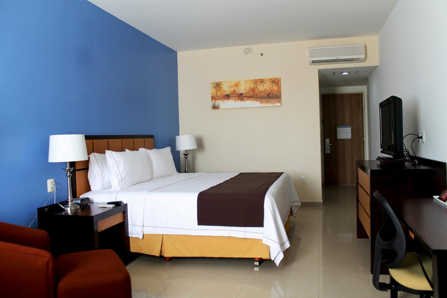 Holiday Inn Express Paraiso Dos Bocas 1 of 11