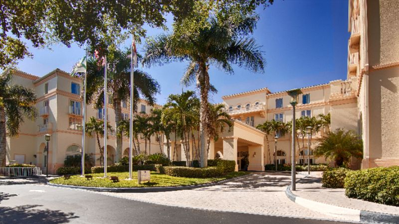 Hilton Naples Exterior Photo 2 of 13