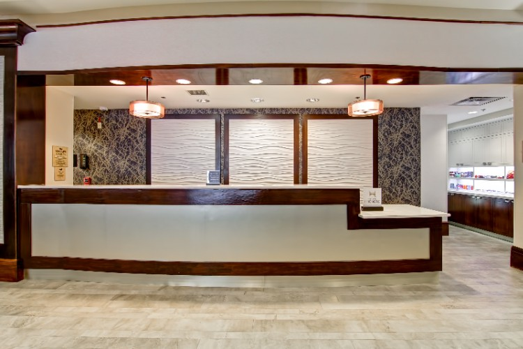 Lobby And Front Desk 4 of 6