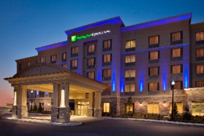 Holiday Inn Express & Suites Vaughan Southwest 1 of 10