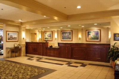 Front Desk Holiday Inn Crystal Lake 3 of 11