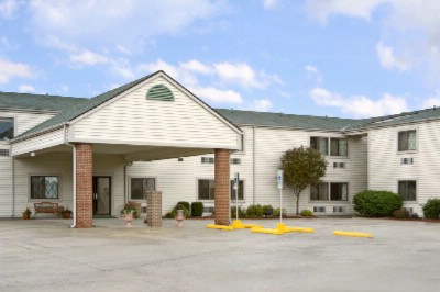 Baymont Inn & Suites 2 of 9