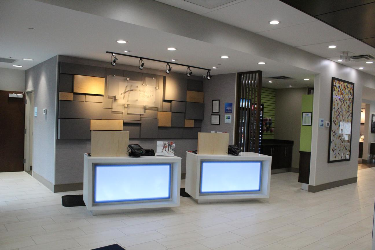 Holiday Inn Express & Suites Milledgeville 1 of 9