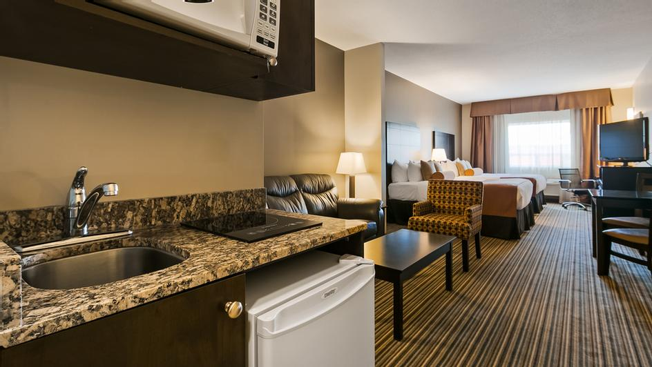 Queen Suite With Kitchenette 4 of 6