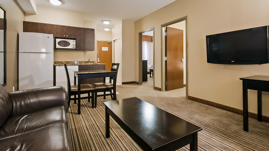 Executive 2 Bedroom Suite 5 of 6
