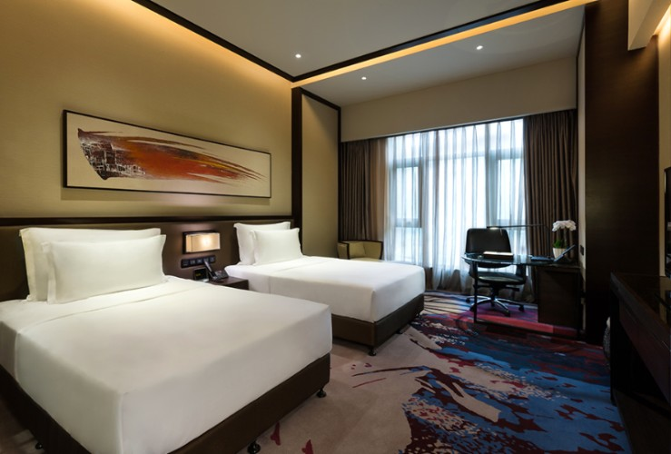 Crowne Plaza Superior Room 2 of 18