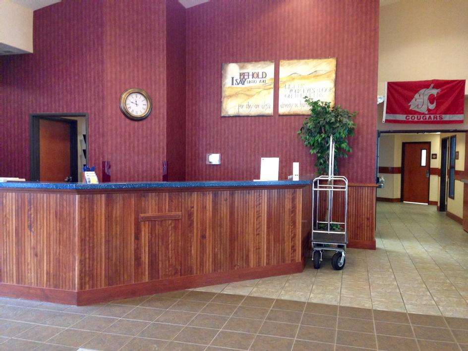 Lobby/front Desk -Our Friendly Serving Staff Is Ready To Make Your Stay A Relaxing One. 3 of 12