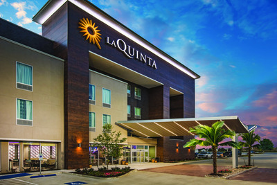 La Quinta Inn & Suites Dallas Plano / The Colony 1 of 9
