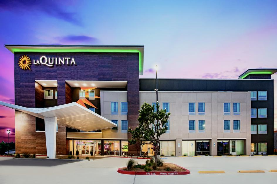 La Quinta Inn & Suites Mcallen La Plaza Mall 1 of 28