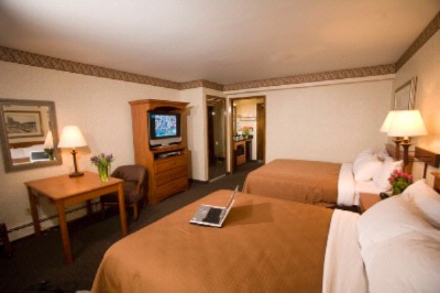 Deluxe Room With 2 Queen Beds On The 2nd Floor. 5 of 10
