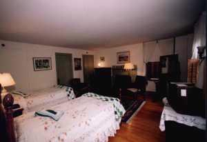 Sample Room With Two Twin Beds 10 of 16