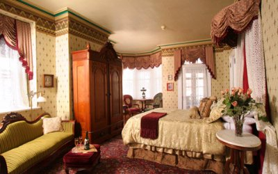 The Dramatic Queen Victoria Room 5 of 9