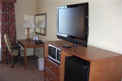 All Rooms Have A Work Desk 32inch Flat Screen Television Refrigerator And Microwaves! 6 of 15