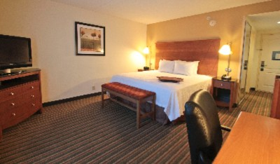 King Standard Room Features 32 Inch Flat Screen Tv Microwave Refrigerator & Free High Speed Internet 5 of 10