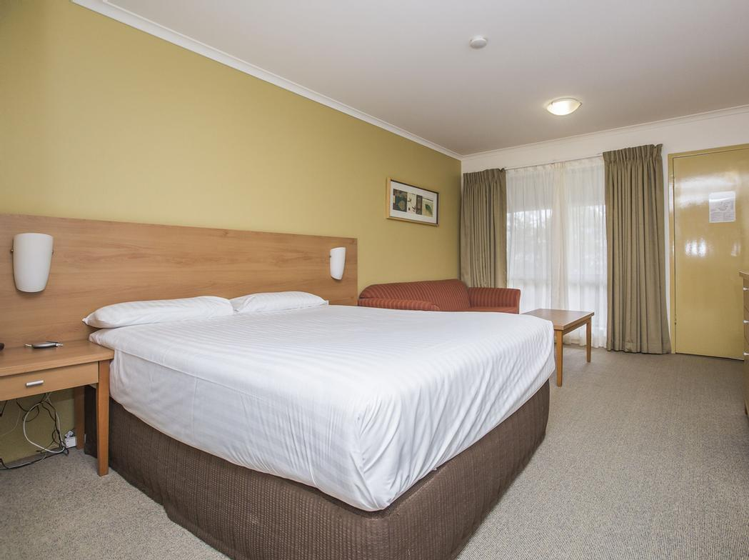 Ibis Styles Canberra Eaglehawk 1 of 7