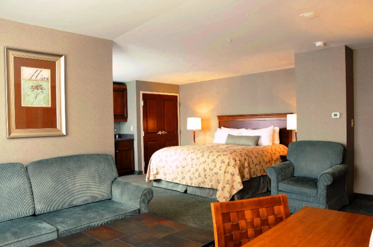 Turf Valley Has 172 Guest Rooms Including 72 Luxurious Suites And 3 Hospitality Suites. 8 of 20