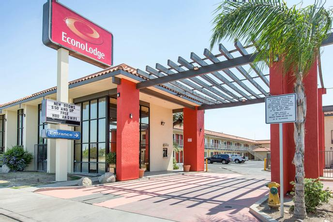 Econo Lodge by Choice Hotels 1 of 10