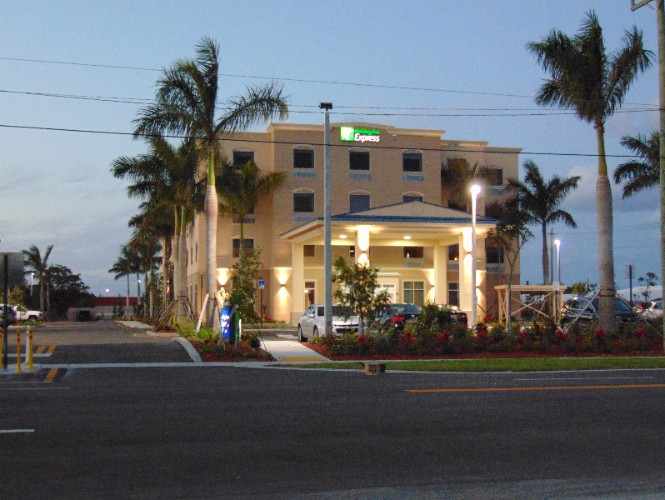 Holiday Inn Express & Suites Boynton Beach West 1 of 16