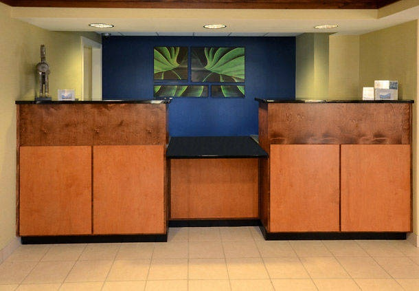 Front Desk 7 of 9