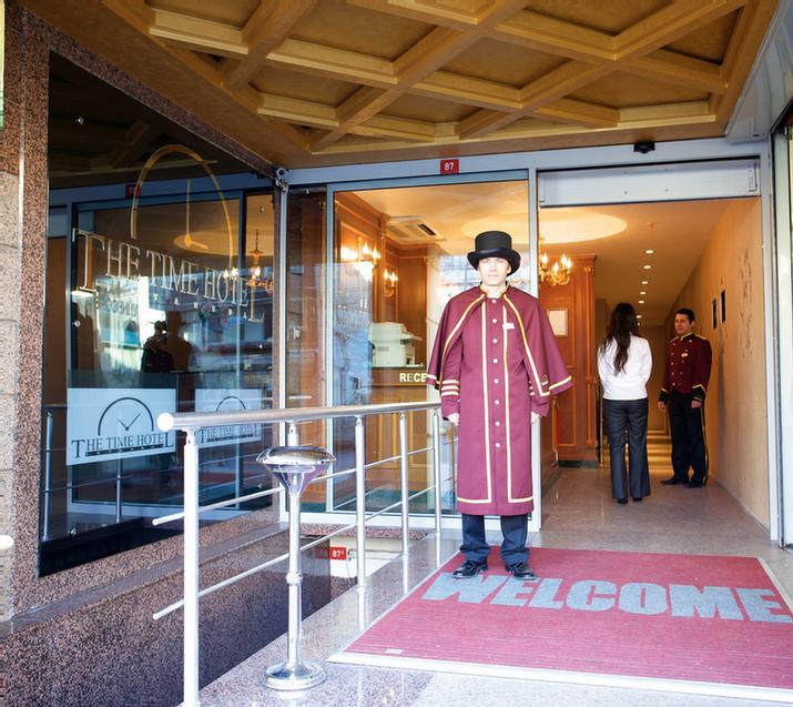 Hotel Entrance 3 of 31