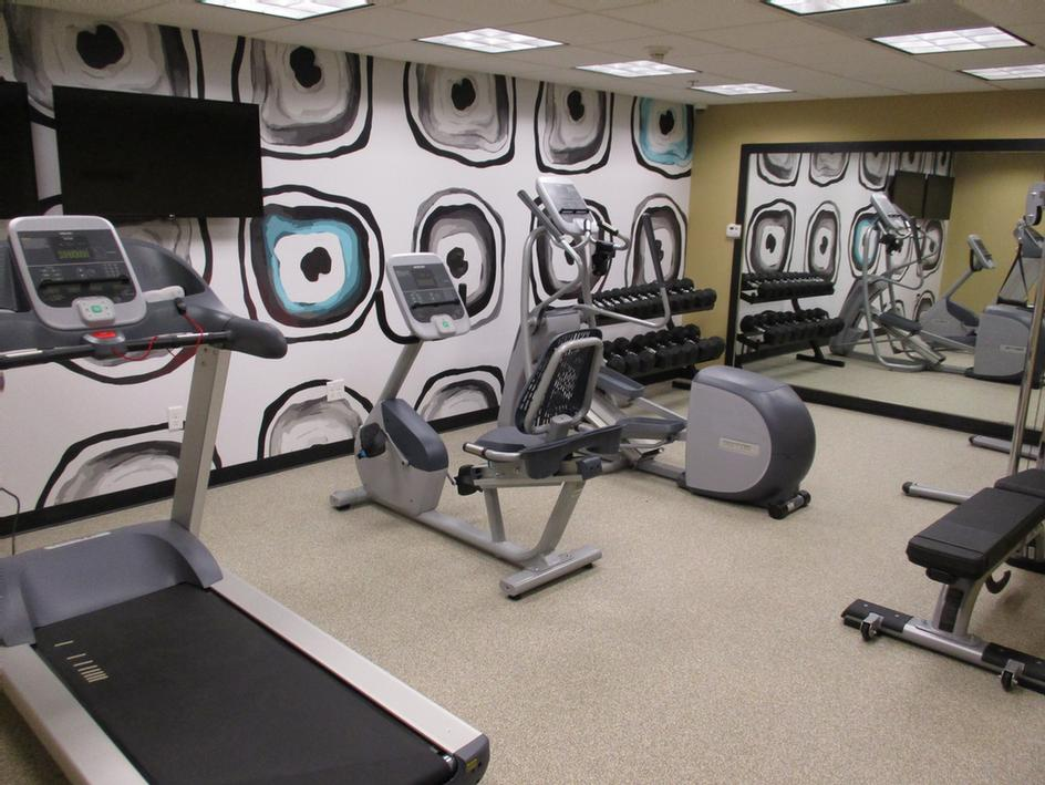 Fitness Center 25 of 27