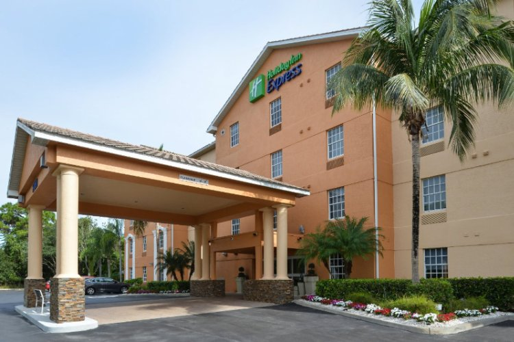 Holiday Inn Express & Suites North Naples Bonita Springs 1 of 12