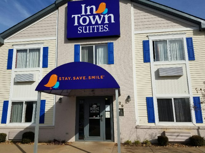 Home Towne Suites Clarksville 1 of 5