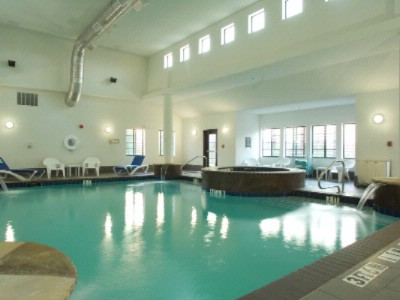 Indoor Pool & Jacuzzi 6 of 10