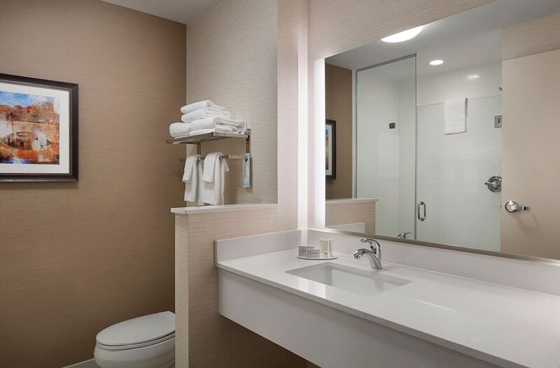 King Executive Suite & King Bathroom 5 of 21