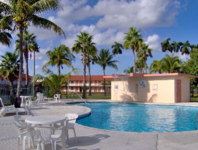 Fairway Inn Gateway To The Keys Pool Area