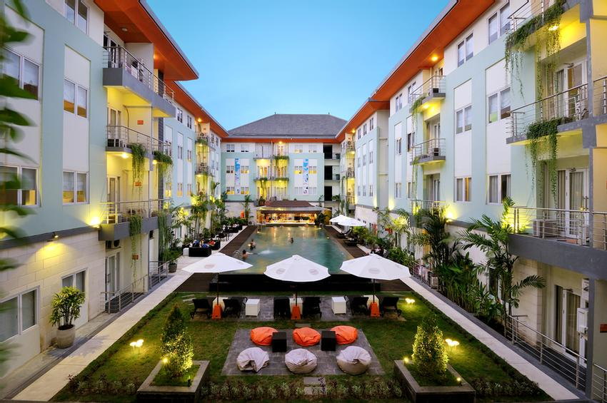 Harris Hotel & Residences Riverview Kuta 1 of 21