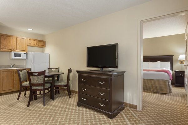 Executive Suite -Bedroom 8 of 10