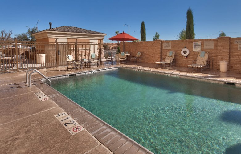Outdoor Heated Pool 10 of 15