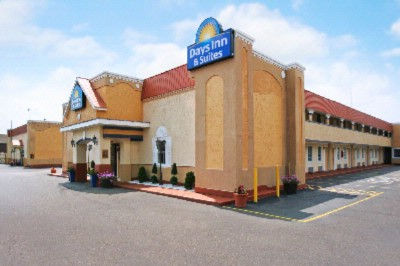 Image of Days Inn & Suites Terre Haute