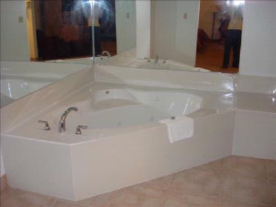 Jacuzzi Suite 5 of 8