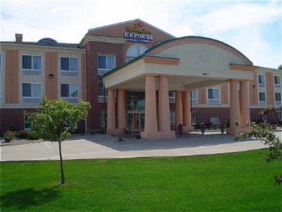 Holiday Inn Express & Suites Ames 1 of 11