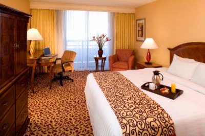 Our King Standard Rooms Are Equipped With Flat Screen Tv\'s And Hd. 9 of 10